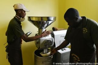 2018.11_Arusha_coffeeroasting-13
